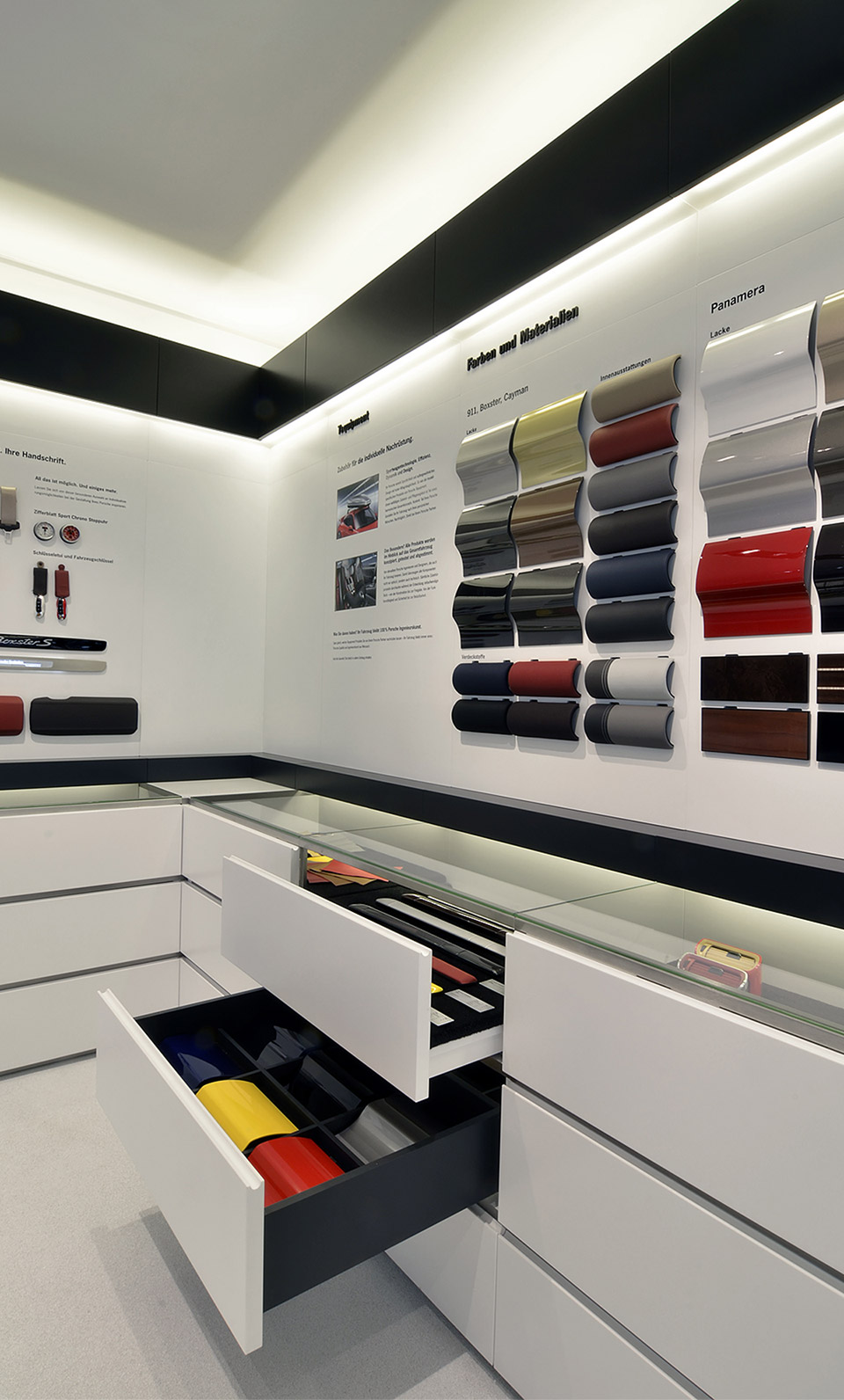 Porsche Retaildesign Materialauswahl