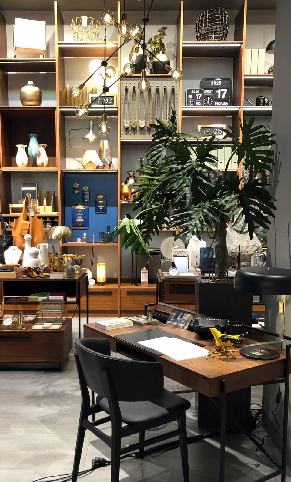 Ortloff Köln Retail Design Konzept Schreibtisch